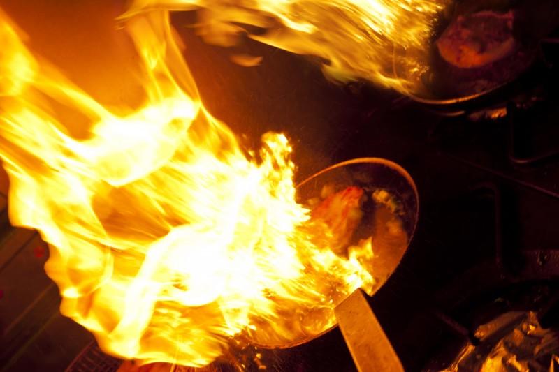 Methoden zum Fettbrand schnell und sicher löschen
