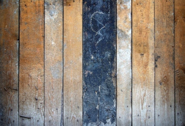 Dellen in Holzmöbel ausbessern & kleine Macken entfernen