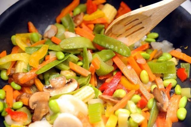 Abnehmtipps in Küche beim Kochen und Essen