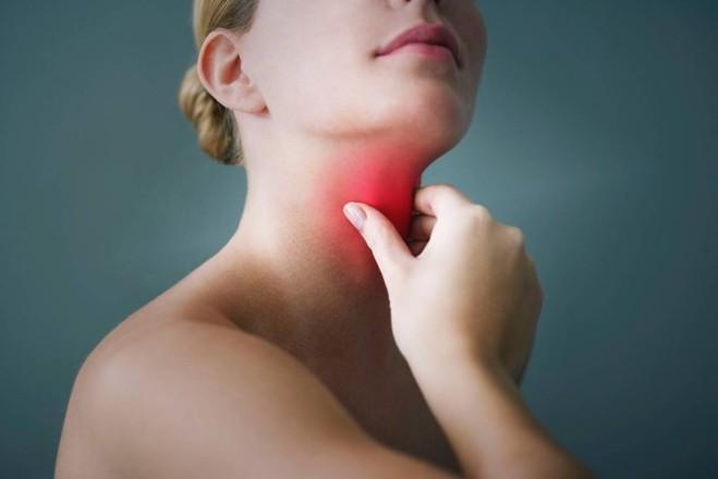 Natürliche Hausmittel gegen Halsschmerzen