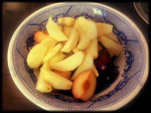 Obst für Pflaumen-Apfel-Kuchen