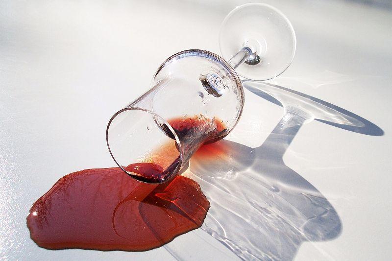 Hausmittel zum Rotweinflecken entfernen