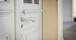 Quietschende Türen ölen & knarrende Türen vermeiden