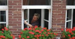 Mühevolles Fenster Putzen