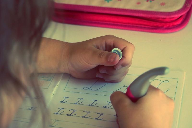 Wie Kinder stressfrei & selbstständig Hausaufgaben meistern