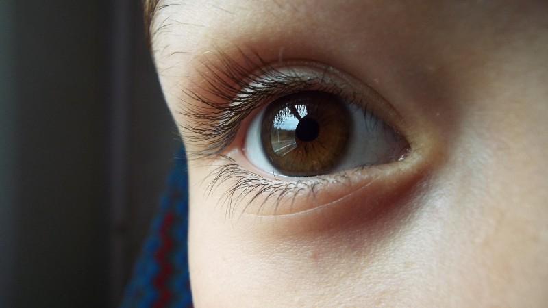 Sehschwäche bei Kindern: Wie man sie erkennt und was dagegen hilft