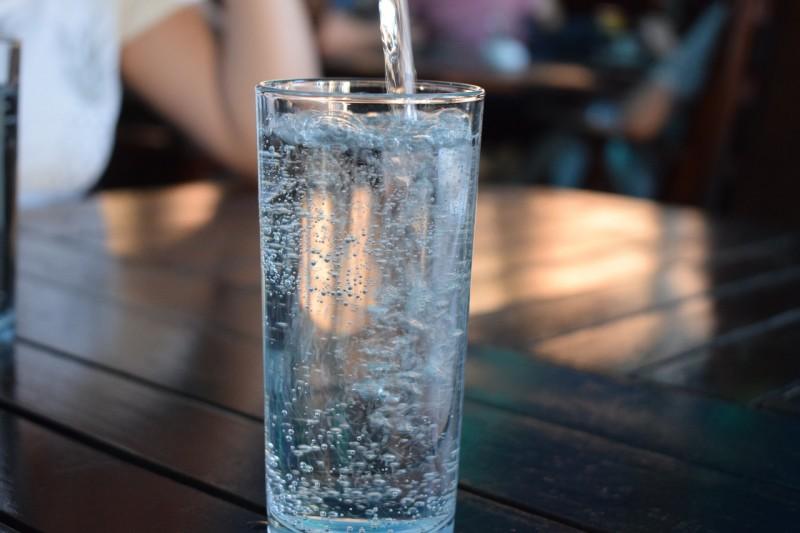 Wassersprudler und Wasserflaschen für Mineralwasser?